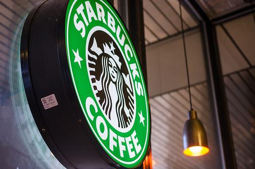 Starbucksでお酒も飲める