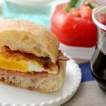 シーロム サラデーン 朝食 レストラン