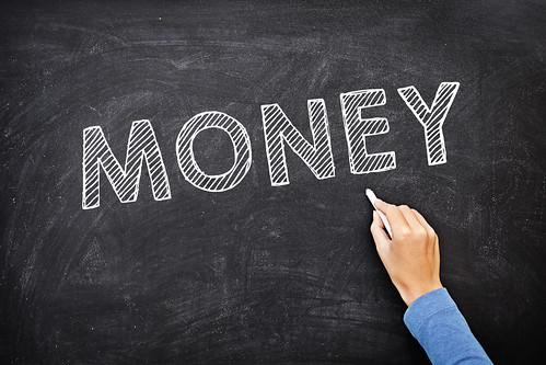 タイ現地採用の収入と幸福度は相関する?