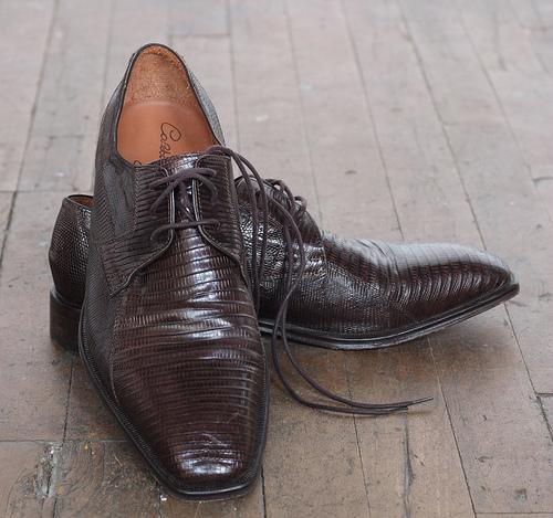 靴メーカーがタイで販売