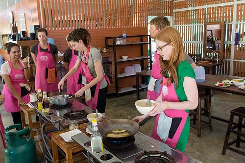 日本人女性ユーチューバーがタイ料理教室に参加@バンコク!